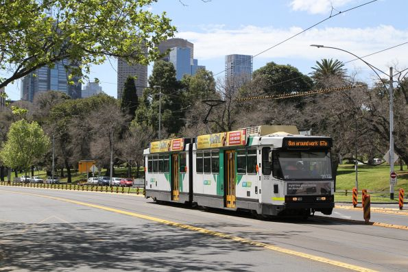 B2.2132 heads south on route 67a at St Kilda Road and Anzac Avenue