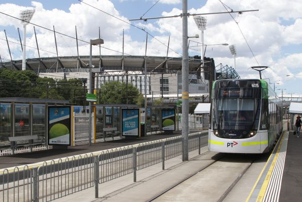 E.6015 arrives at Rod Laver Arena with a citybound tennis shuttle