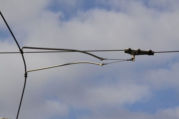 Pantograph only fittings support a curve in the overhead