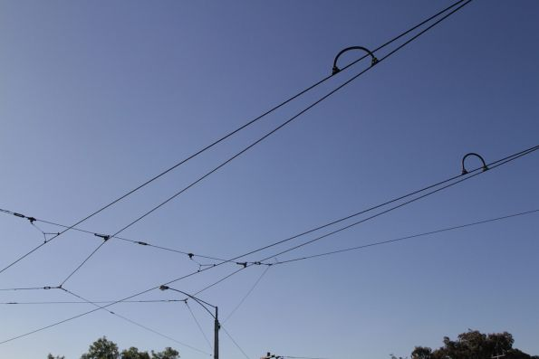 Modern light-rail style overhead wires at Hawthorn Bridge