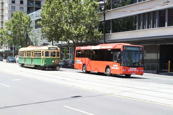 Melbourne Visitor Shuttle bus #78 6678AO overtakes tram W8.957 on the City Circle along La Trobe Street