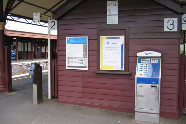 Metcard equipment at the entrance to Hawthorn platform 2/3