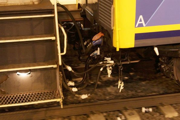 Through cabling to enable IEV102 to operate between push-pull locomotives