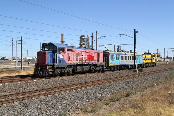 P18 and T385 back on the move on the up at Altona Junction