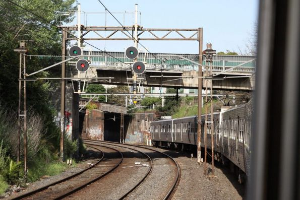 Hitachi train passes signals L184 and H184 on the approach to Hawthorn station