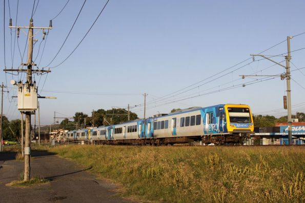 X'Trapolis 881M departs Lilydale on the up