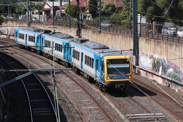 3-car X'Trapolis set on the Alamein shuttles shunts into siding 'A' at Camberwell
