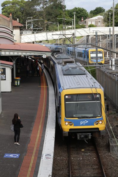X'Trapolis arrives into Camberwell with a Flinders Street bound service