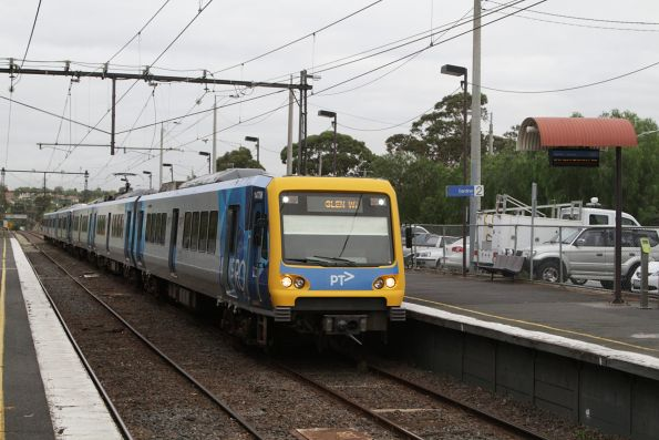 X'Trapolis 147M arrives into Gardiner on a down Glen Waverley service