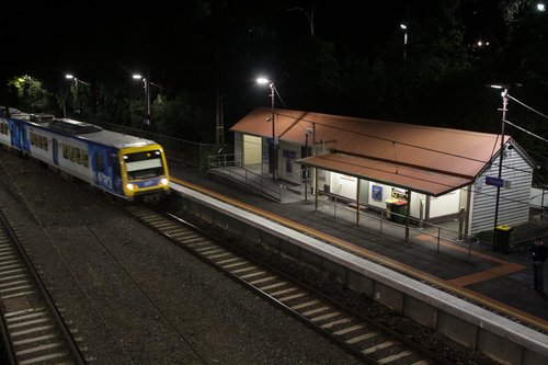 X'Trapolis on a citybound service arrives at Heyington station