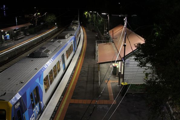 X'Trapolis 93M in the middle of a citybound Glen Waverley service stops at Heyington station