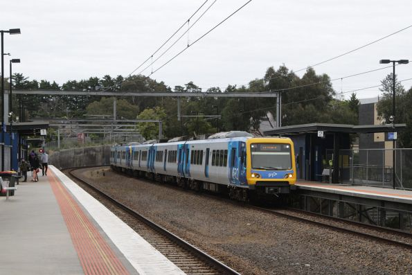 X'Trapolis 72M on a down Lilydale service arrives into Laburnum station