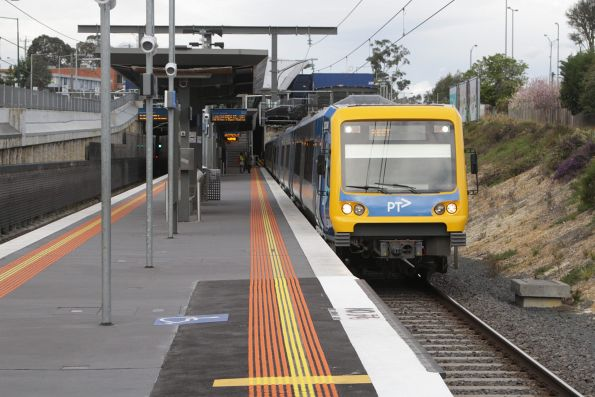 X'Trapolis 203M arrives into Nunawading with an up service