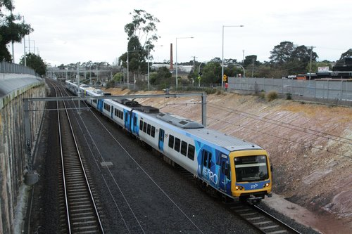 X'Trapolis 932M arrives into Nunawading with an up service