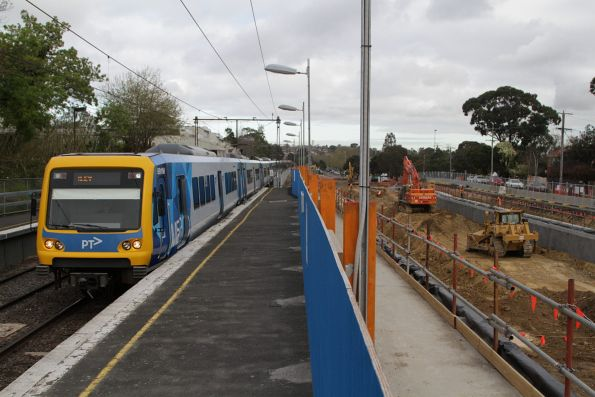 X'Trapolis 891M arrives into Gardiner station with a down Glen Waverley service, as grade separation works continue alongside