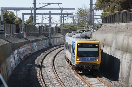 X'Trapolis train arrives into Gardiner station via the new low level tracks
