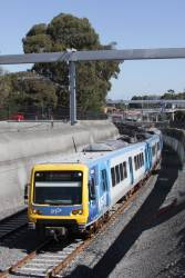 X'Trapolis 62M departs Gardiner station on the down via the new low level tracks