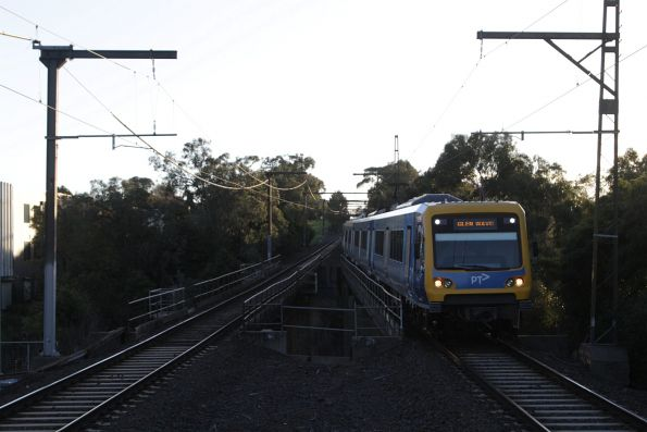 X'Trapolis train arrives into Syndal with a down Glen Waverley service