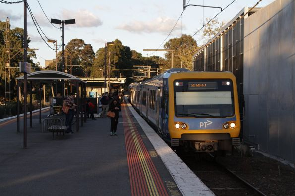 X'Trapolis 24M arrives into Syndal with an up Glen Waverley service
