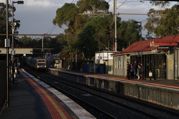 Up Lilydale service arrives onto the double track at Mooroolbark station