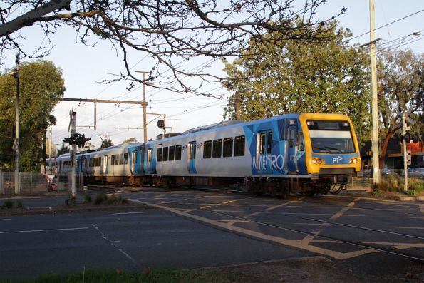 X'Trapolis 7M departs Mooroolbark station on the up
