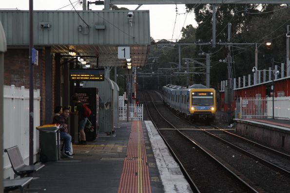 X'Trapolis on a down Lilydale service arrives into Croydon station