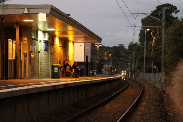 X'Trapolis on an up Lilydale service arrives into Ringwood East station