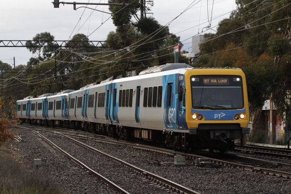 X'Trapolis 112M arrives into Box Hill with an up express service via the centre track