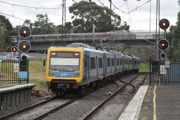 X'Trapolis train departs Darling on an up Glen Waverley service