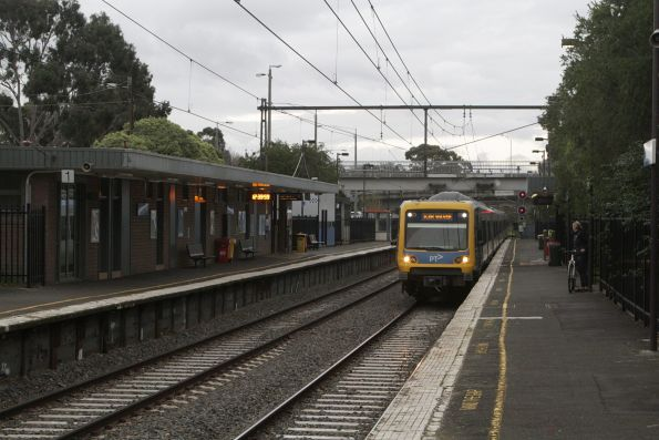 X'Trapolis train arrives into Darling on a down Glen Waverley service