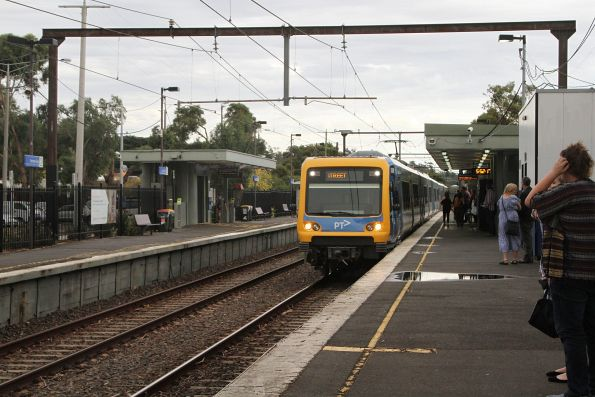 X'Trapolis 240M arrives into Ferntree Gully station on the up