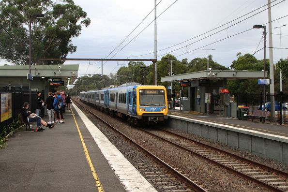 X'Trapolis 903M arrives into Ferntree Gully station on the down