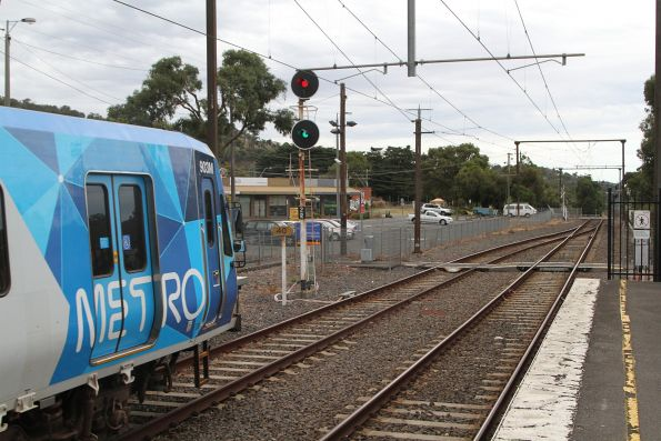 X'Trapolis 903M departs Ferntree Gully station onto the single track