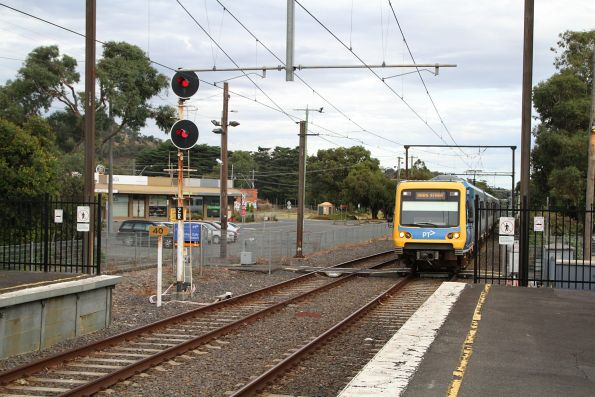 X'Trapolis train arrives into Ferntree Gully station on the down