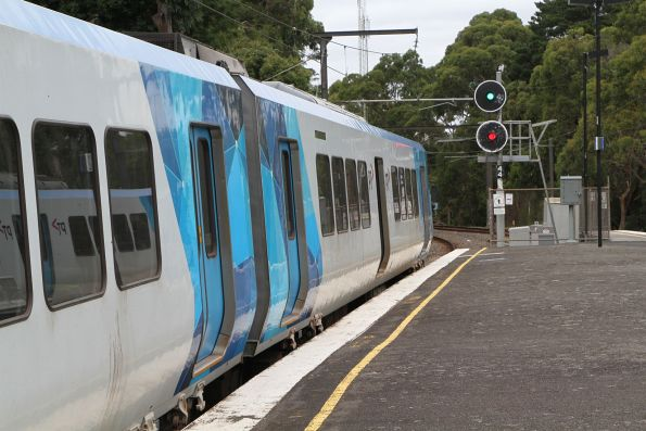 Single line at Upwey clear towards Belgrave, signal 44 cleared for X'Trapolis 87M