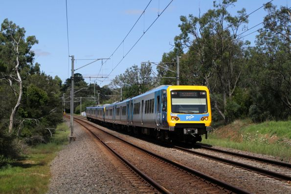 X'Trapolis 920M arrives into Ringwood on an up Lilydale serivce