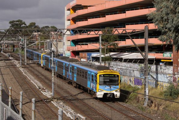 Siemens on the up passes the Jam Factory at South Yarra
