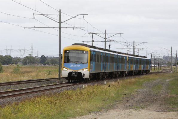 Siemens train on the up at Lyndbrook Loop