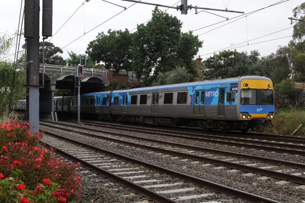 Alstom Comeng 641M departs Hawksburn on the up