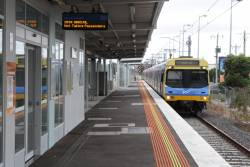 EDI Comeng arrives into Westall platform 3 with a terminating service