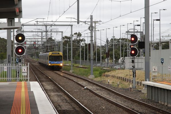 EDI Comeng arrives into Westall with a down service