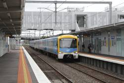 Siemens arrives into Westall platform 1 with an up service