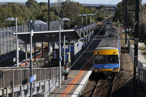 Alstom Comeng arrives into Kananook on an up Frankston service