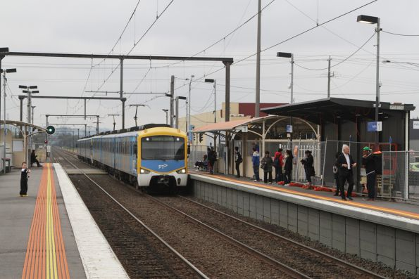 Siemens train arrives into Hallam with an up Pakenham service