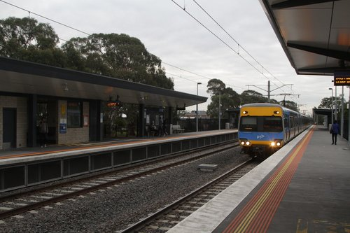 Alstom Comeng 364M arrives into Lynbrook station with a down Cranbourne service