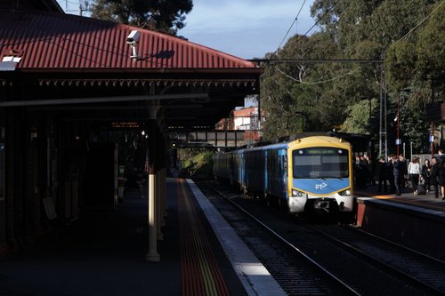 Siemens train arrives at Prahran station with an up Sandringham service
