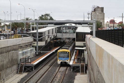 Siemens train pauses at Springvale station on the down