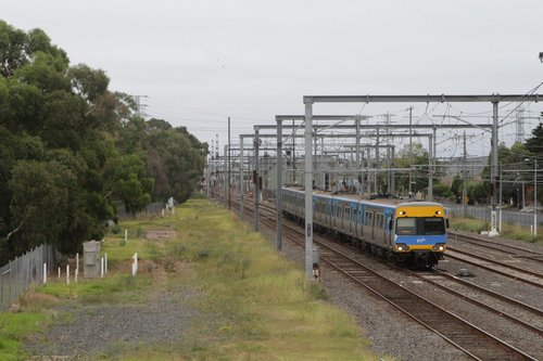Alstom Comeng departs Westall on a down service
