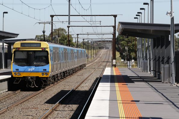 EDI Comeng departs Cardinia Road station on the up