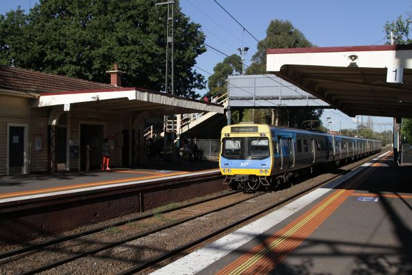 EDI Comeng departs Murrumbeena station on the down